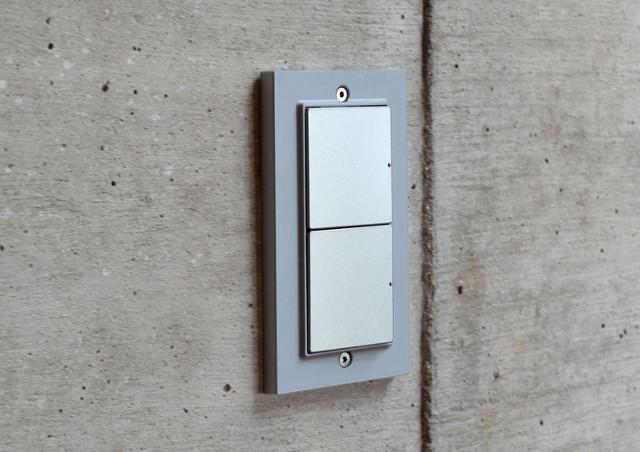 スクエアのスイッチプレートが空間のアクセントに!~壁をおしゃれに演出~