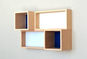新商品p.boxのイメージフォト。ボード壁面に設置色違い。 7/10