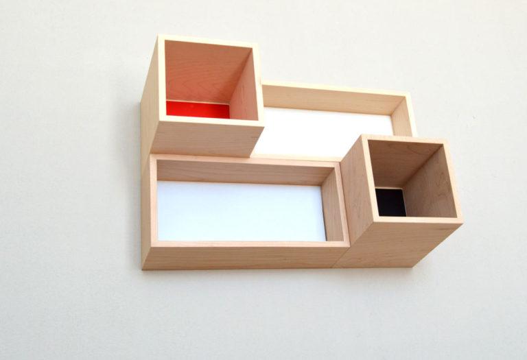 新商品p.boxのイメージフォト。ボード壁面に設置。 ローアングルから。 8/10