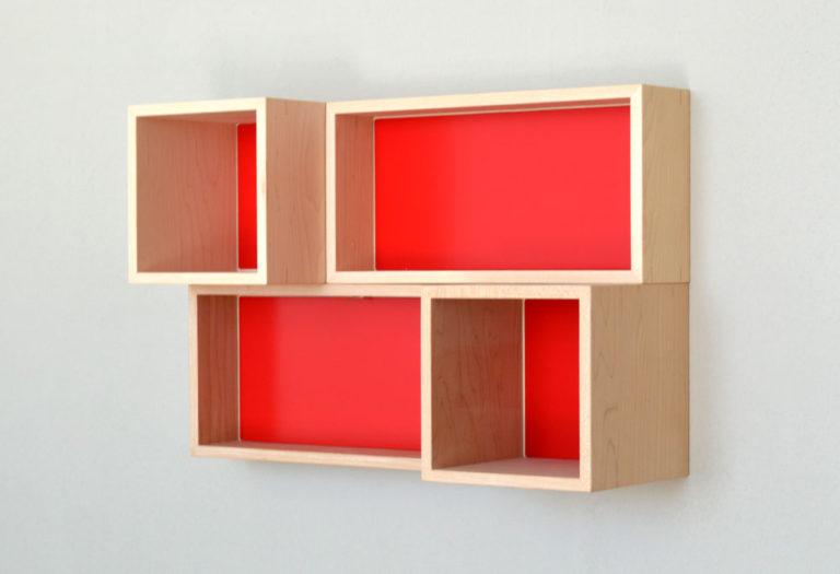 新商品p.boxのイメージフォト。ボード壁面に設置。オールレッドカラー。 9/10